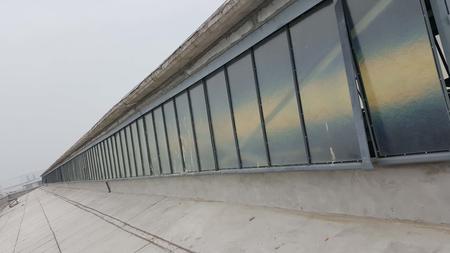 上悬钢天窗